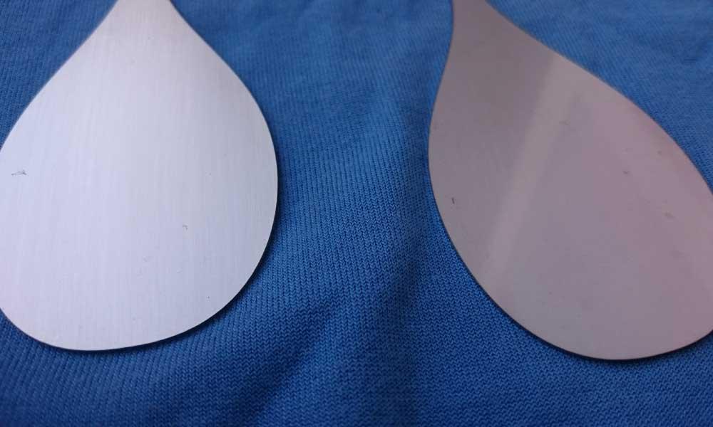Comparatina entre un perfil satinad (izquierda) y uno sin satinar (derecha)