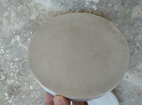 Superficie de la muestra en contacto con el molde. Muy buen acabado.