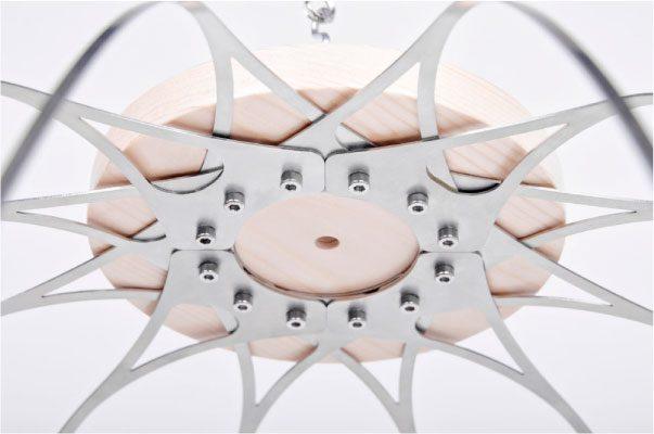 Detalle de la corona de madera de la lámpara CROÓ Doce Lágrimas